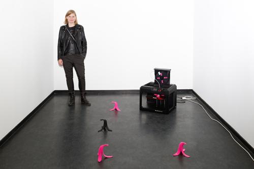 Stephanie Neuhaus mit ihrer Installation im 45cbm der Kunsthalle Baden-Baden